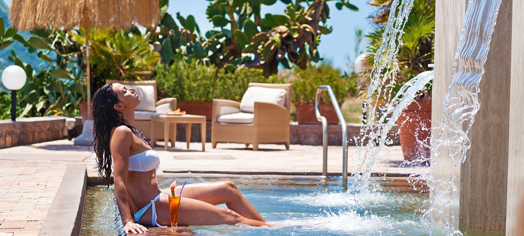san-montano-resort-piscina-esterna-lame-d-acqua