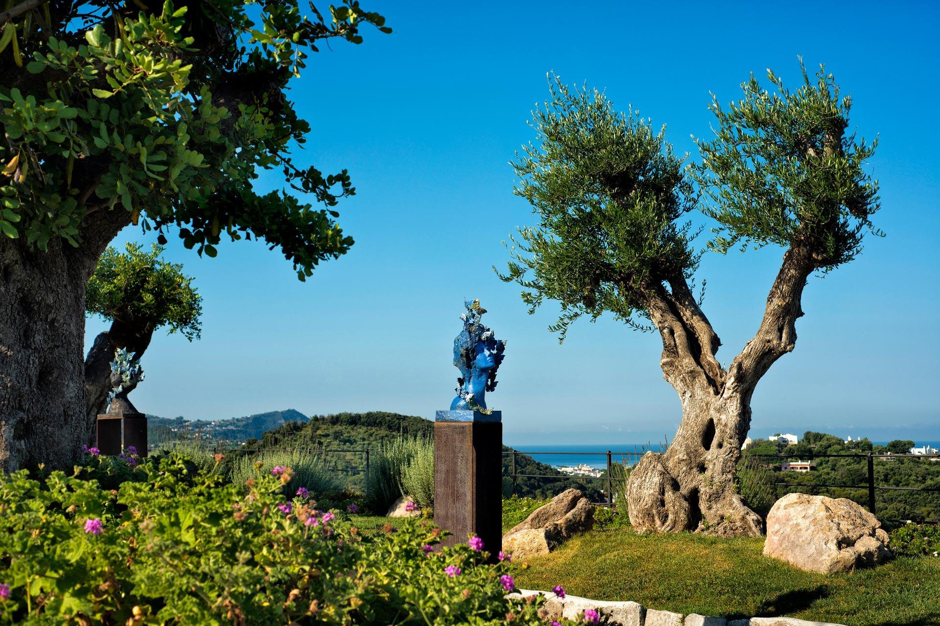 parco del san Montano con scultura