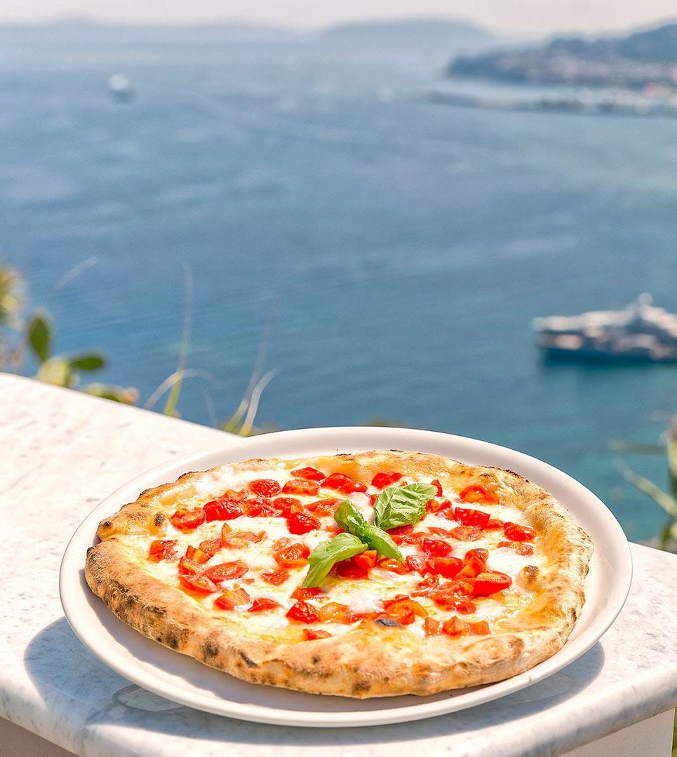 Pizza sulla terrazza panoramica dell'Acropoli Pizza&Bar