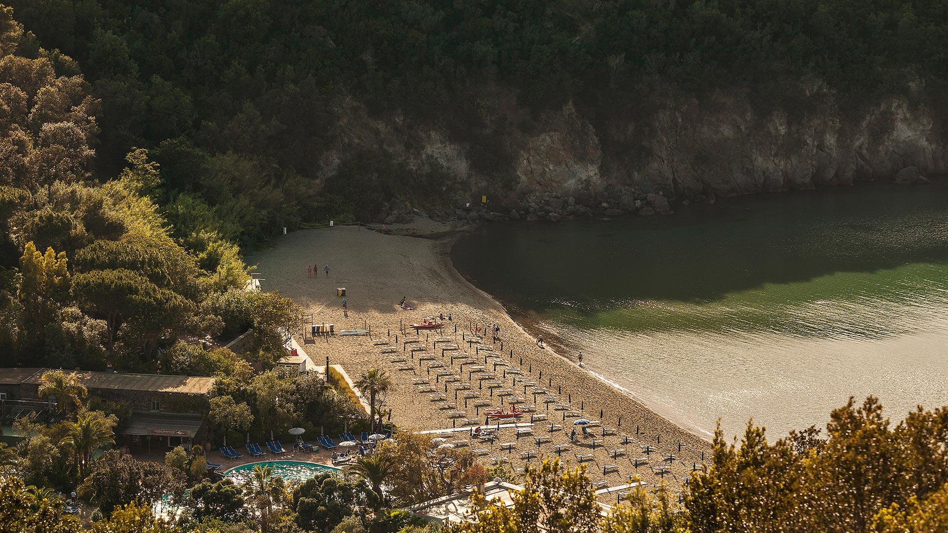 baia-di-san-montano-beach